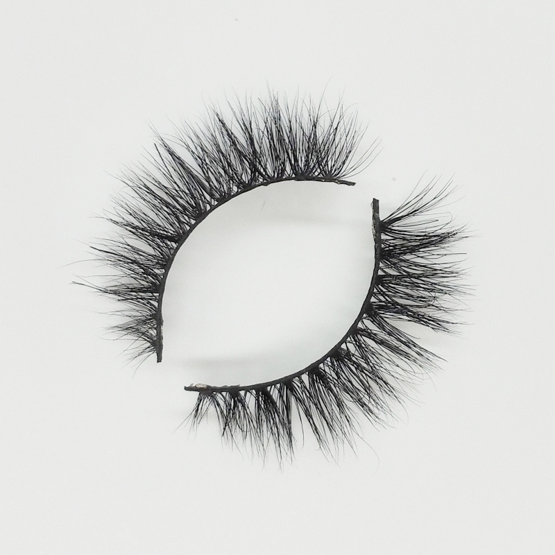 Natural looking 3d mink lashes with custom packaging